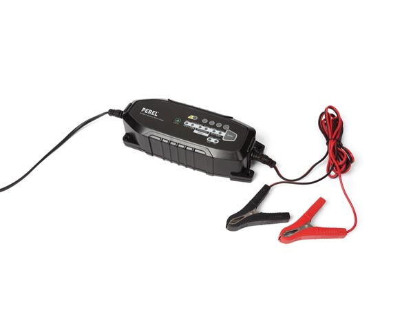 INTELLIGENT AUTOMATIC CHARGER FOR VEHICLES 6 V / 12 V - 3.8 A