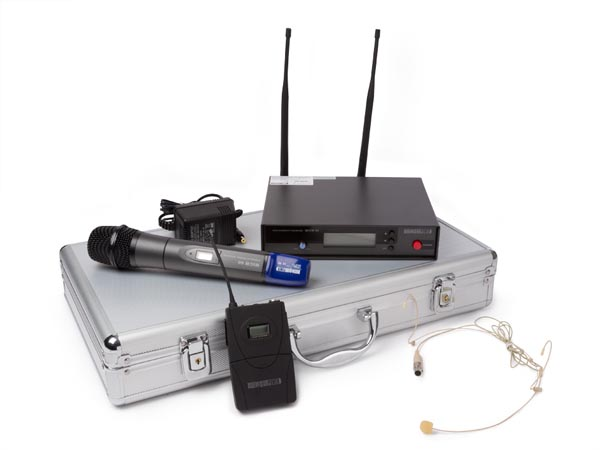 WIRELESS MICROPHONE SET IN PROTECTION CASE